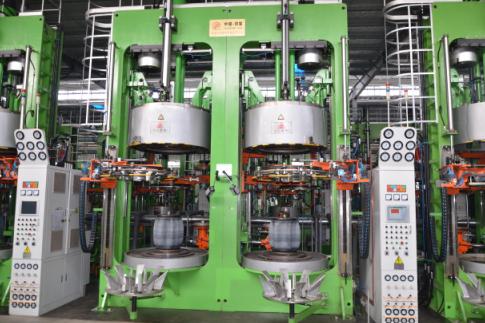 智能化半钢液压硫化机