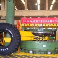方圆达巨型全钢胎液压定型硫化机